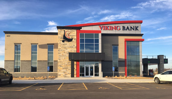 Viking Bank celebrates new location